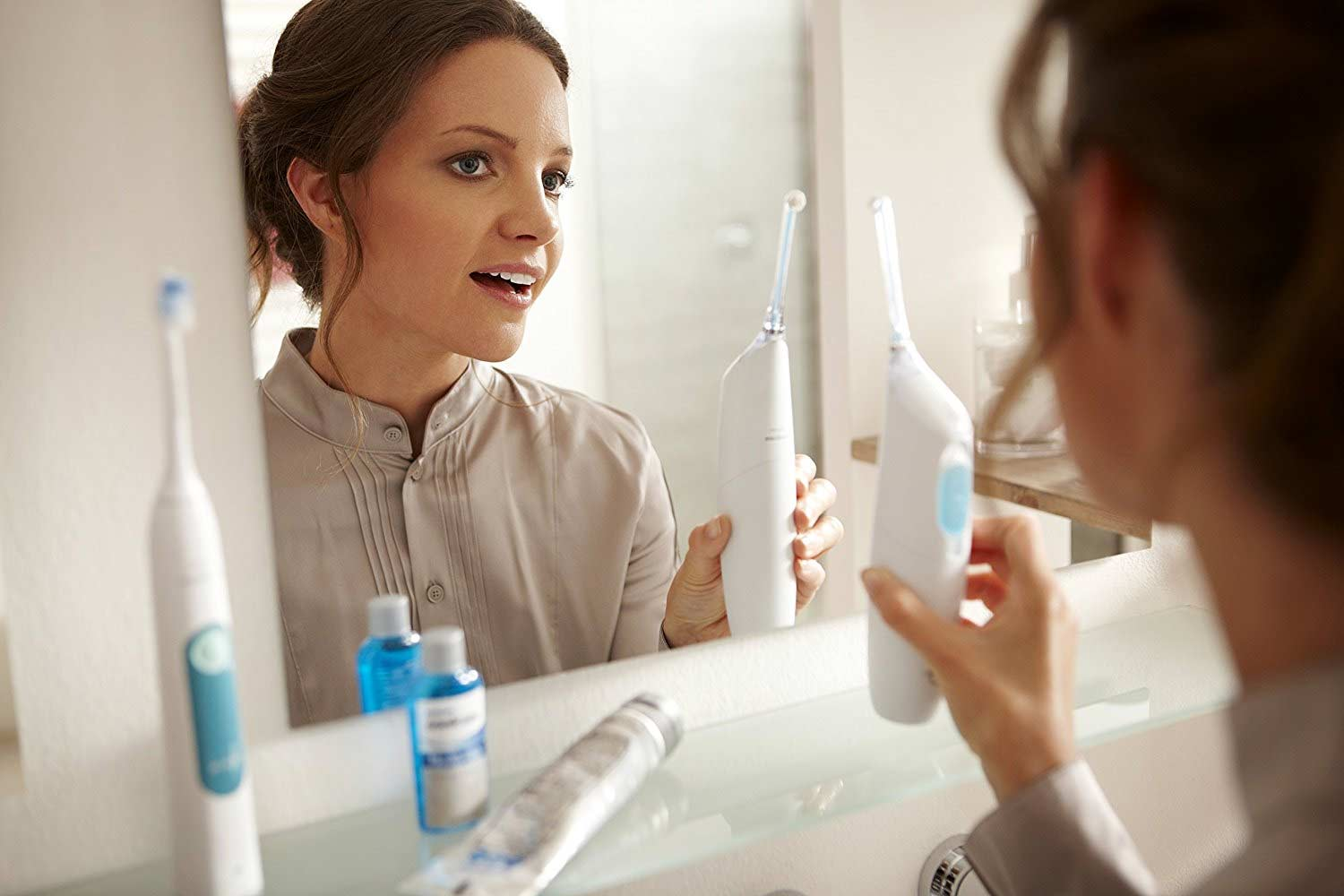Philips AirFloss Pro in Use